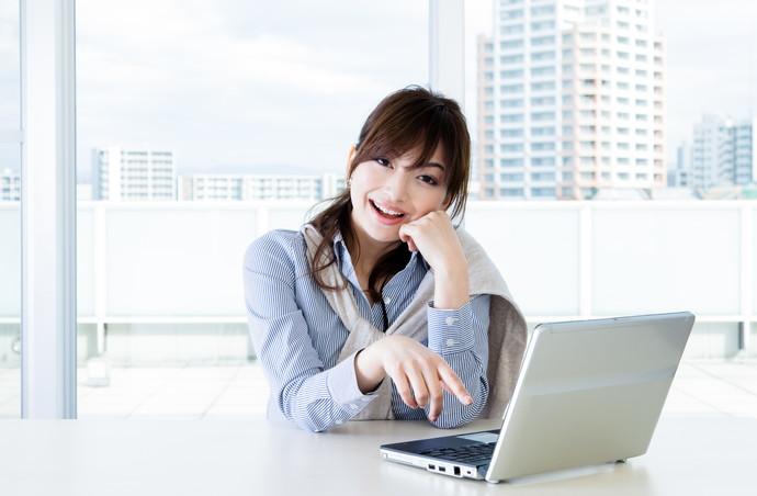職場でモテる女子は自然とやってる?意中の男性をその気にさせるモテテク