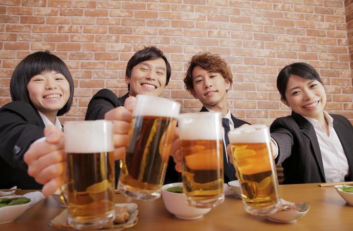 17_4飲み会でモテるのは○○ができる女性