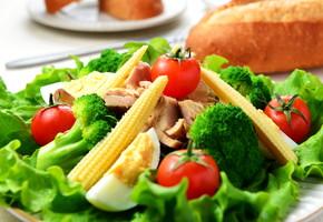 カギを握るのはサラダ!?サラダダイエットで食べながら痩せよう!