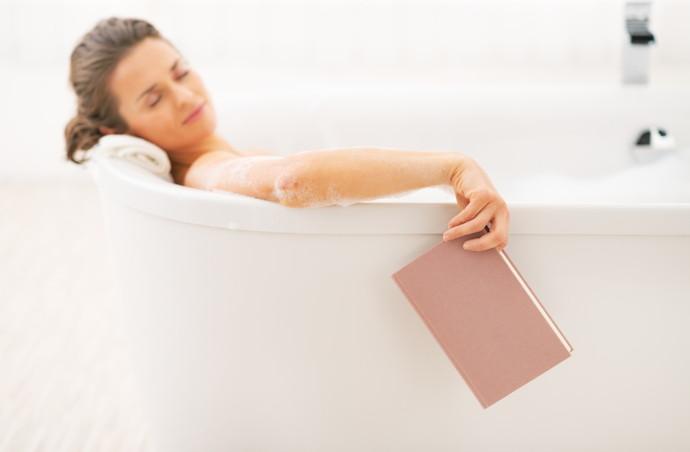お風呂で寝るのは危険!寝落ちする前に、知っておきたい3つの事実