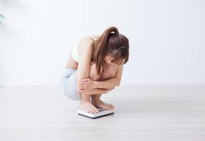 むくみで体重増加・・・?慢性化したむくみを解消する方法とは