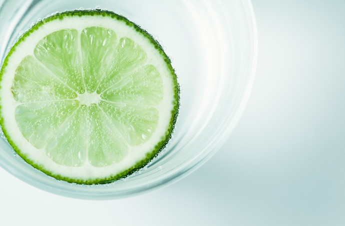 slices of lime in a glass of mineral water