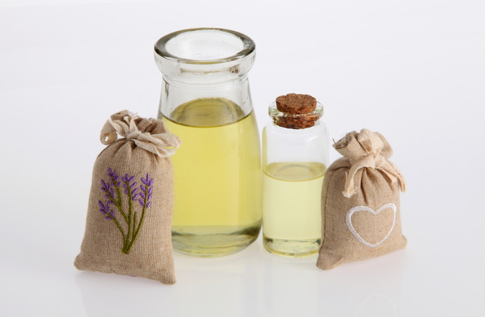 sachet of lavender and esssential oil