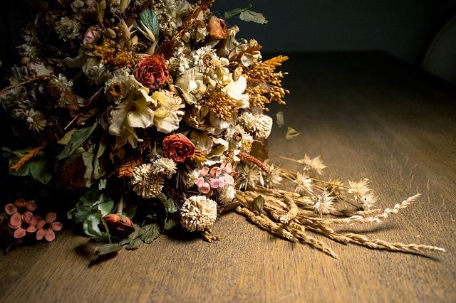 dried-flowers-1680390_640