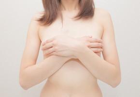 人に言いにくい乳首の黒ずみ…解消法が知りたい!